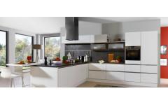 """Біла кухня з фарбованими фасадами """"White""""в стилі модерн"""