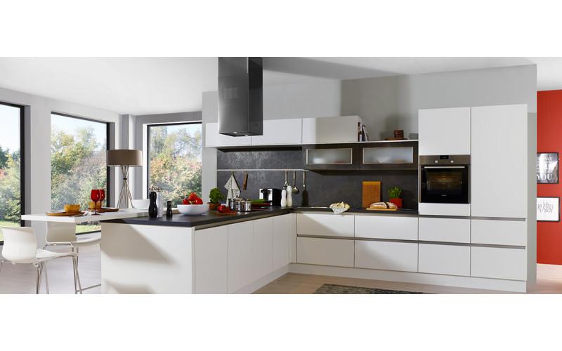 """Белая кухня с крашеными фасадами""""White"""" в стиле модерн"""